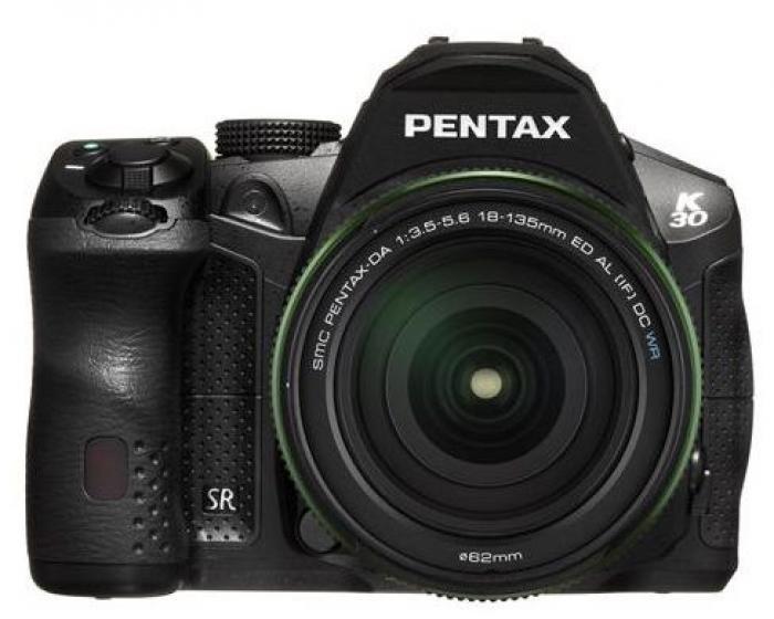 Pentax K-30 schwarz + 18-135mm WR